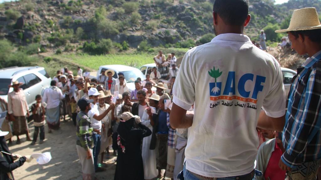 Distribution d'argent pour des déplacés dans le district de Qofl Shamere