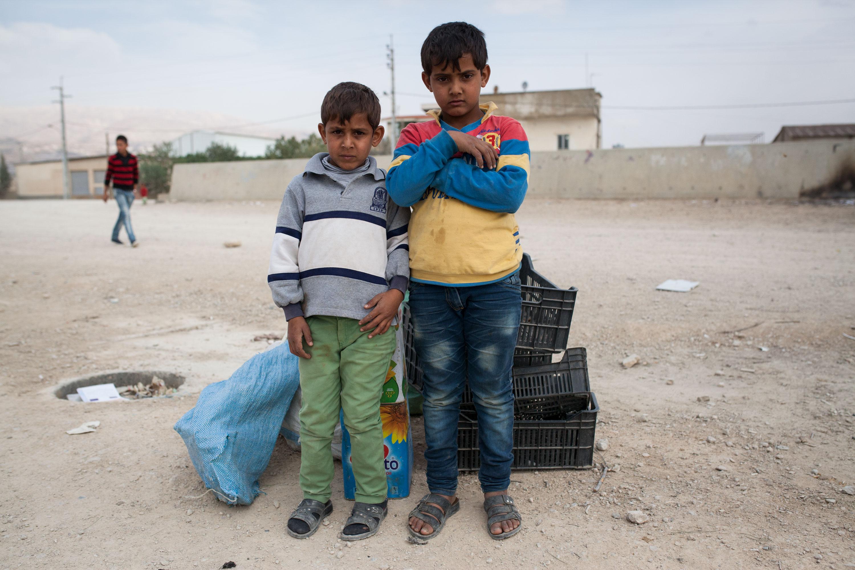 Iad et Mahmoud ont 8 et 10 ans. Comme beaucoup de leurs petits camarades, au lieu d'aller à l'école, ils ont passé la matinée dans la décharge municipale afin de gagner un peu d'argent