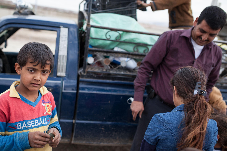 Quelques secondes après la transaction, un jeune syrien tient à la main 1000 lires libanaises, à peine plus de 50 centimes