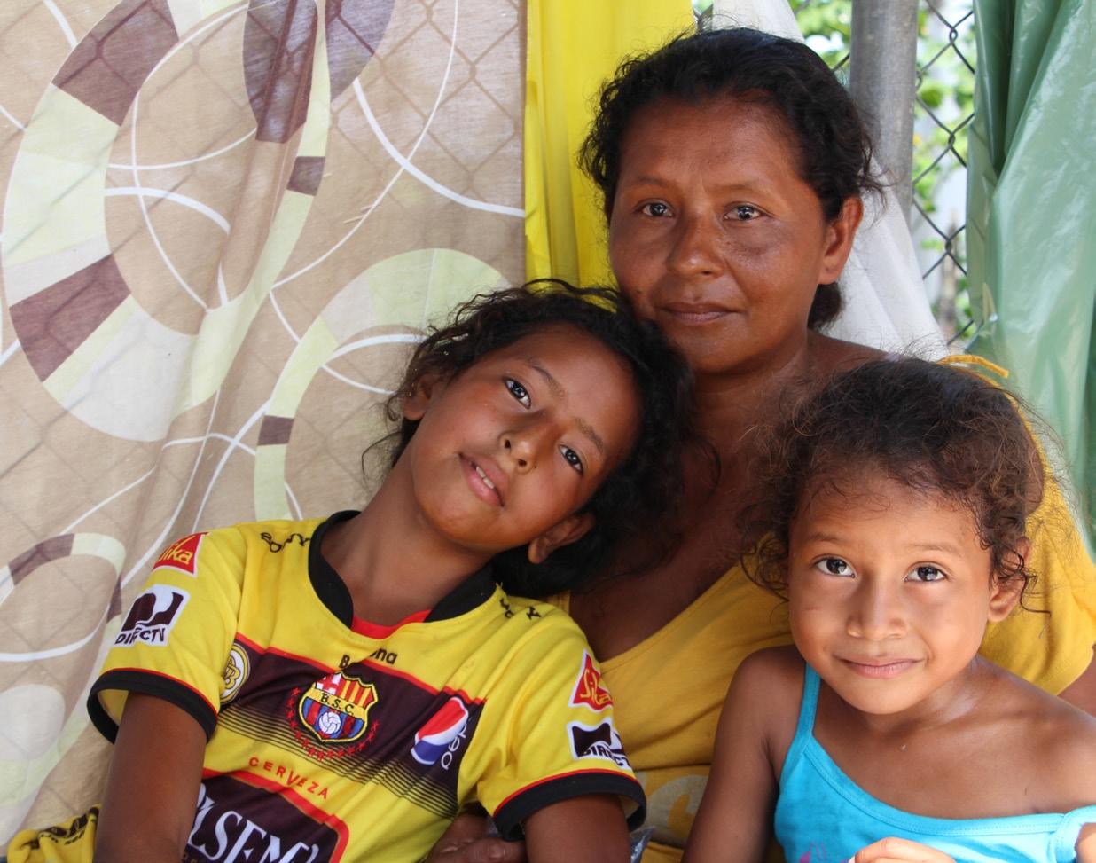 equateur-tremblement-famille-enfant-mere-seisme